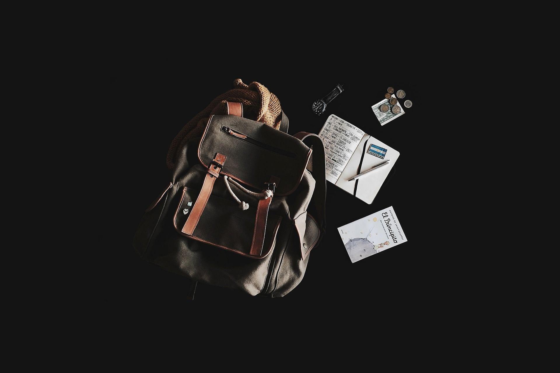 comment voyager responsable : sac à dos, carnets, montre