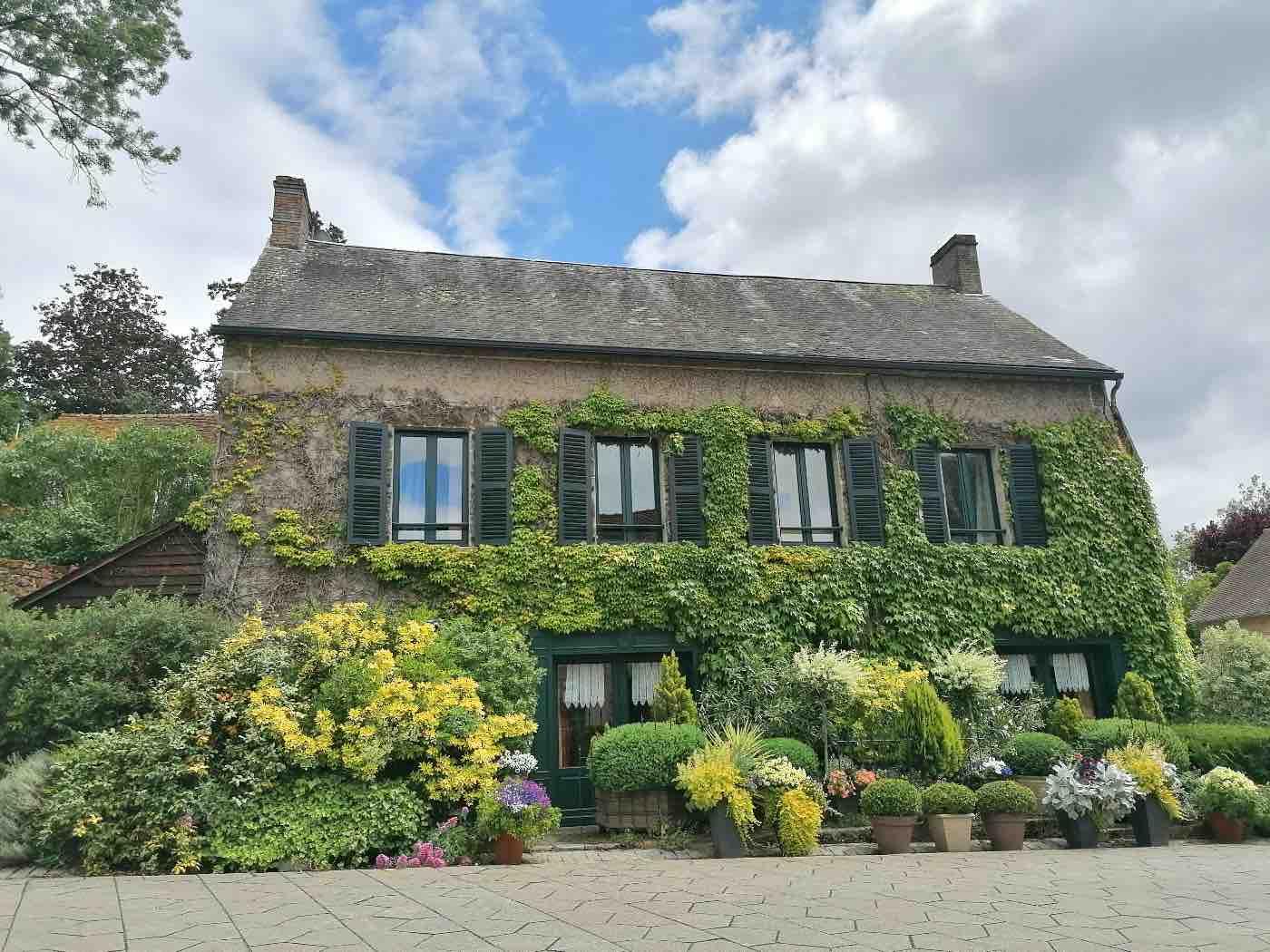 Maison dans le village de Saint-Cénéri-le-Gérei